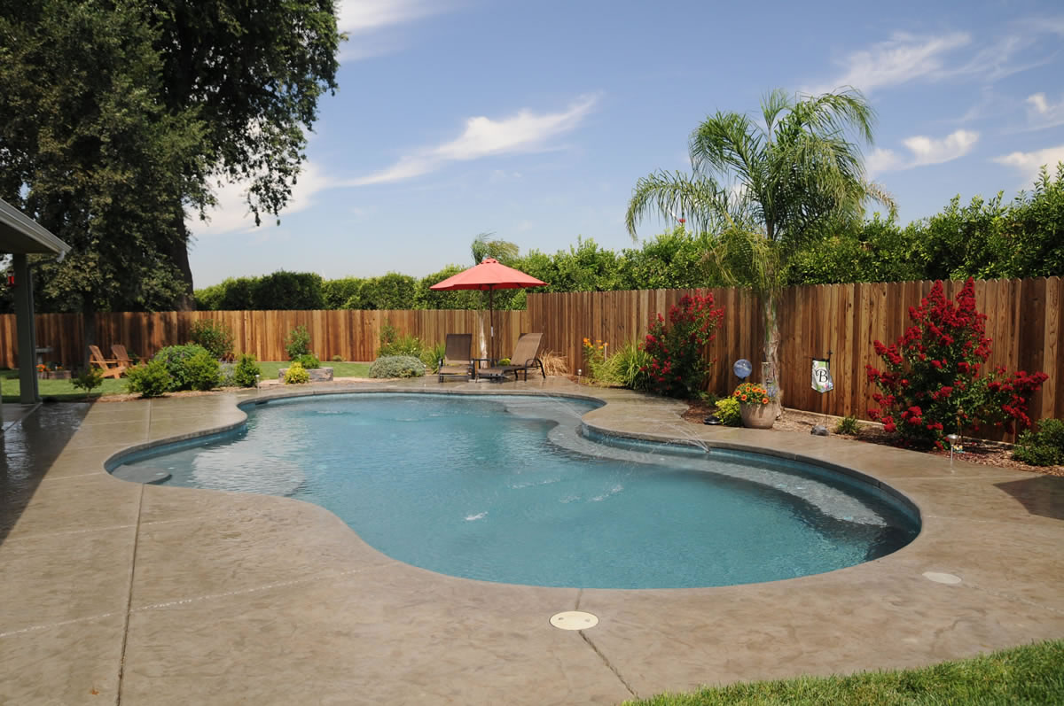Visalia pool builders swimming pool with water features - Swimming pool contractors apple valley ca ...